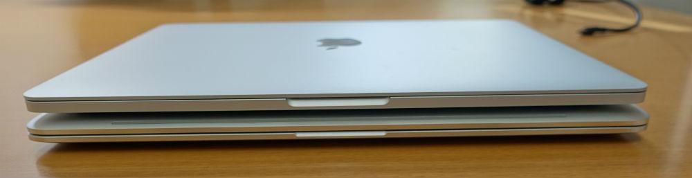 HP spectre x360とMacBook Pro比較手前