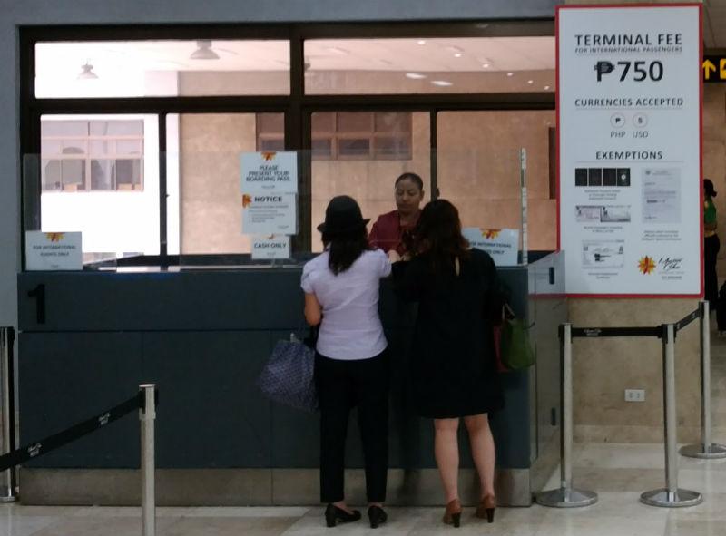 フィリピンセブマクタン空港空港利用料支払いカウンター