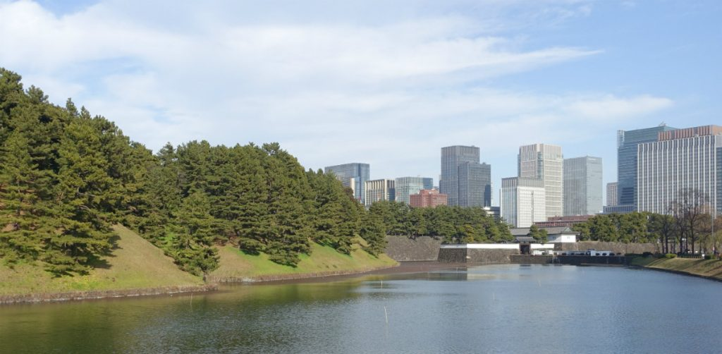 東京皇居 お濠の先に桜田門