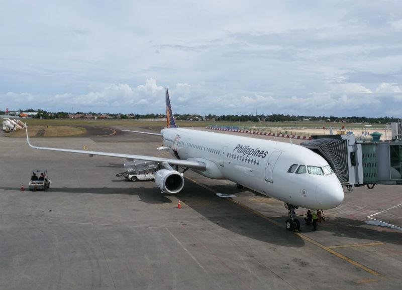 フィリピンセブマクタン空港で駐機するPAL機
