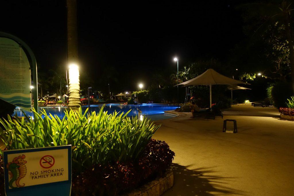 Shangri-La Mactan 夜のプール