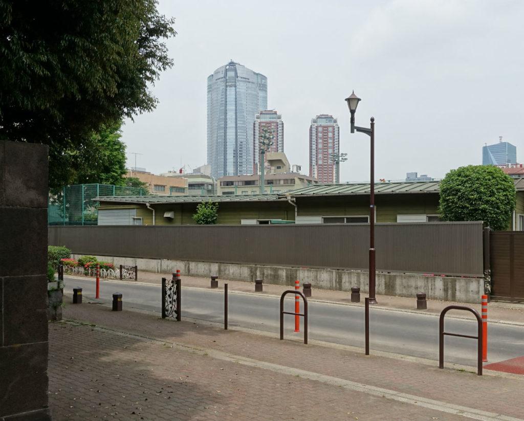 有栖川宮記念公園 都立図書館出入口から六本木ヒルズ