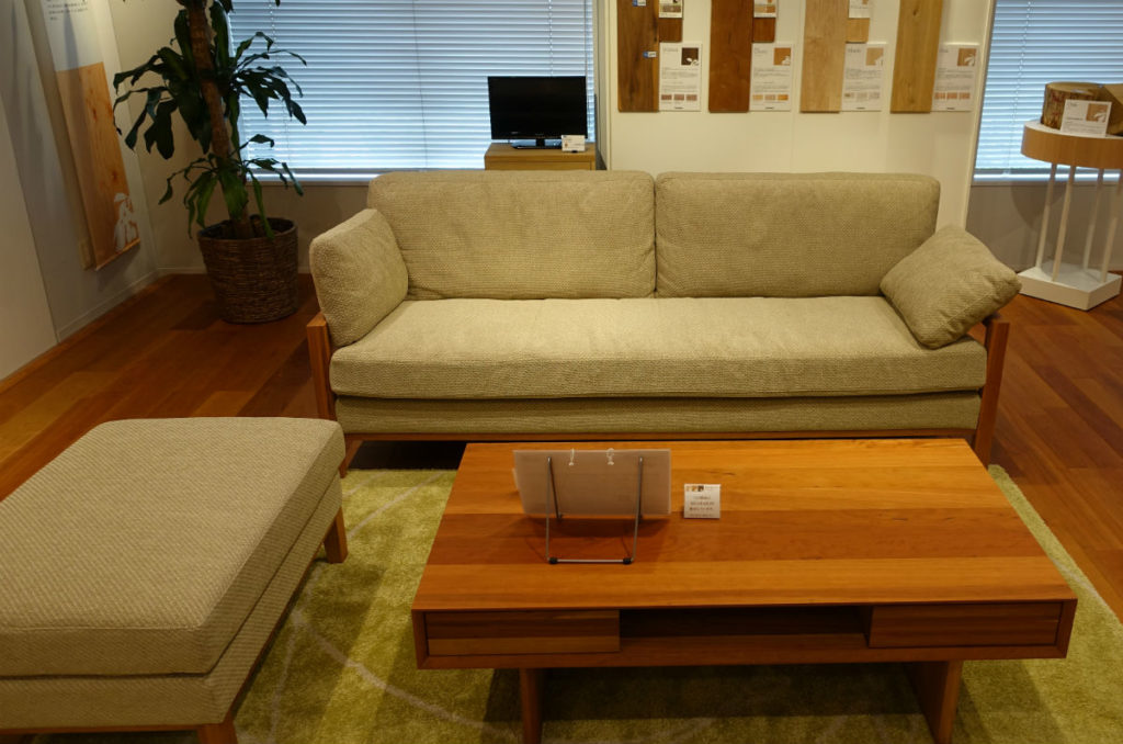 カリモク家具お台場ショールーム ソファ05