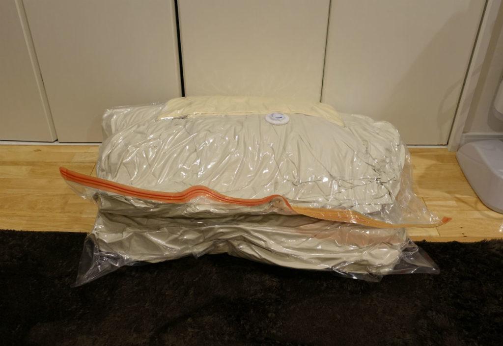 大きめふとん用圧縮袋 掛布団と枕一つ圧縮後