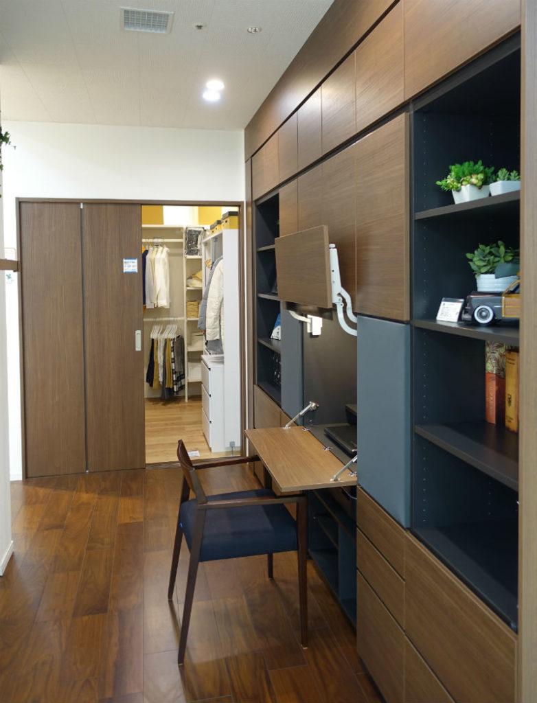 東京コラボレーションショールーム DAIKENエリア ダークブラウンパネルの例