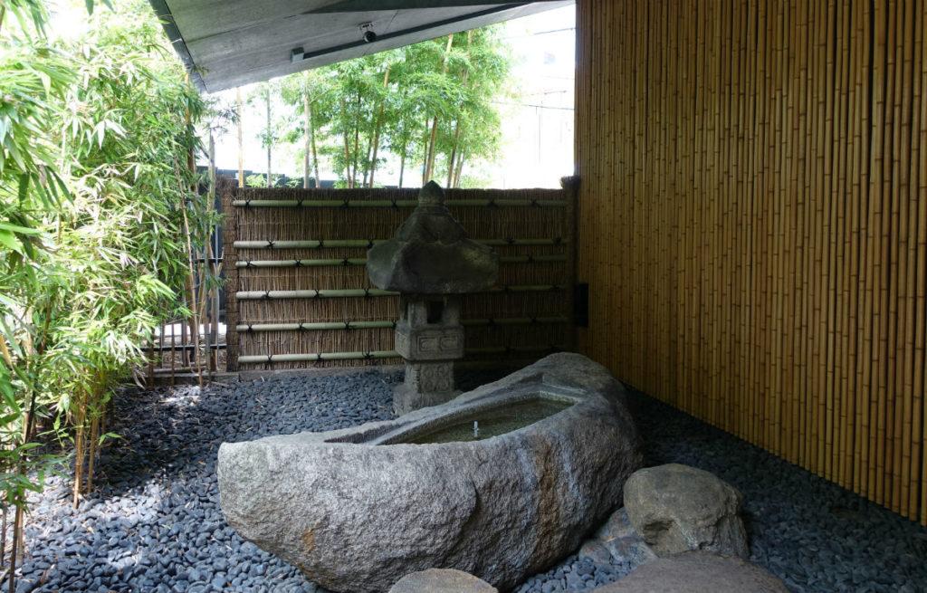 根津美術館絵石船と灯篭
