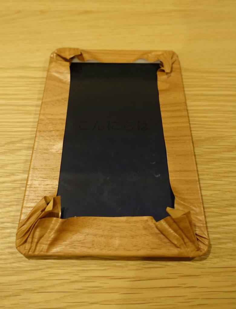 iPad mini 2 にダイノックフィルムを張り付け かなり余らせて貼る