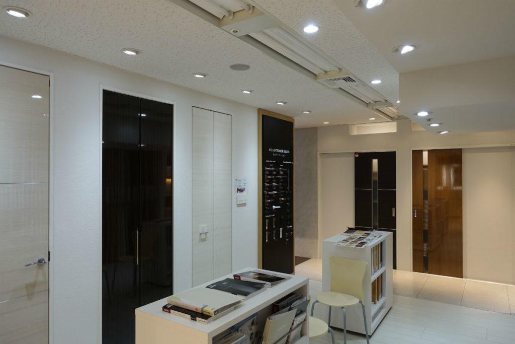 アイカ工業東京ショールーム メラミン化粧板 建具例