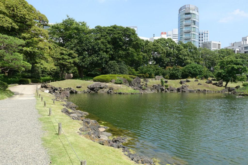 旧芝離宮恩賜庭園 池の水辺