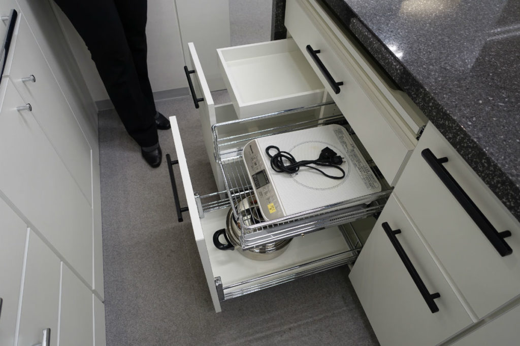 ip20 目白ショールーム キッチン収納 様々なスライド収納のオプション