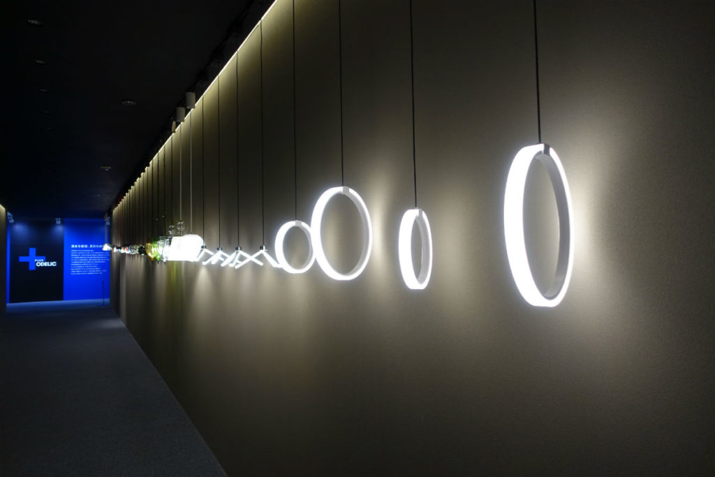 ODELIC東京ショールーム2F 入口右手のスロープ