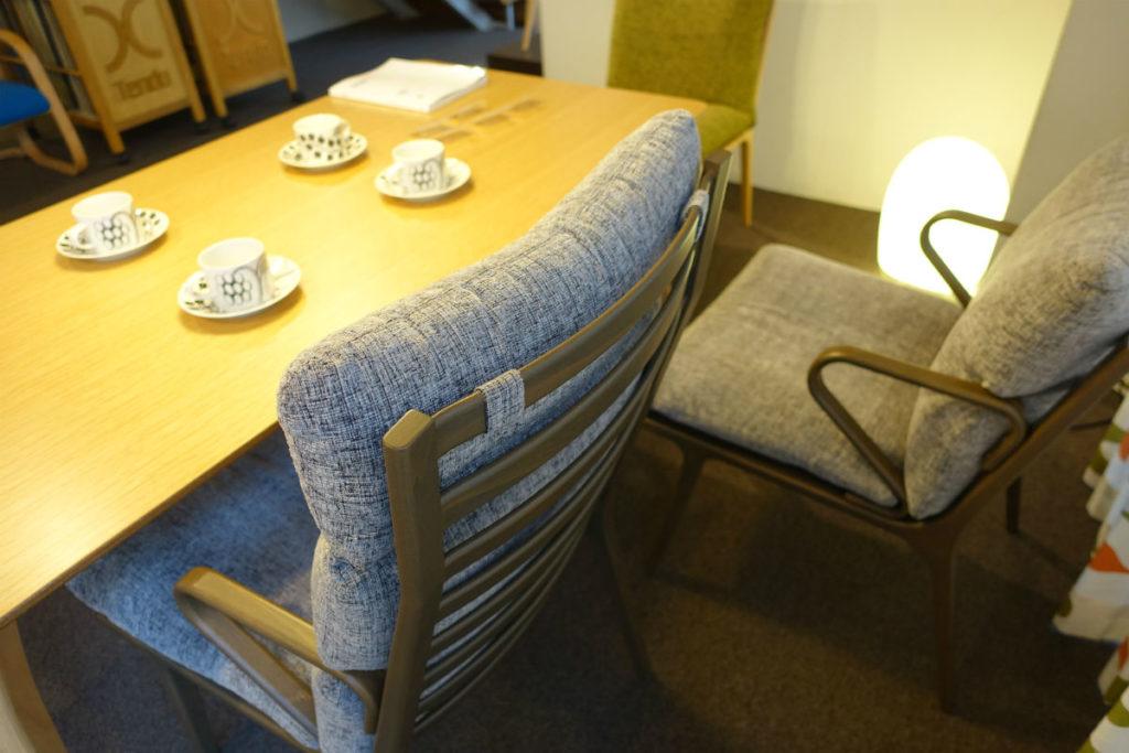 天童木工東京SR ダイニングテーブル06 ハイバックの椅子 取り外せるクッション