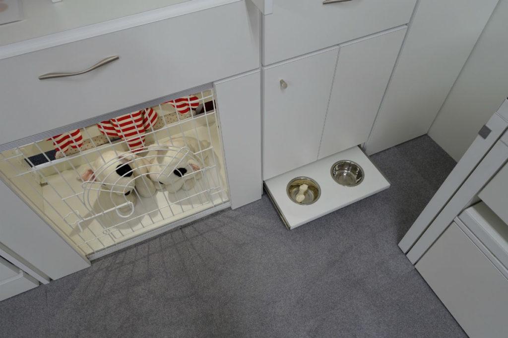 ip20 目白ショールーム ケージと餌の皿