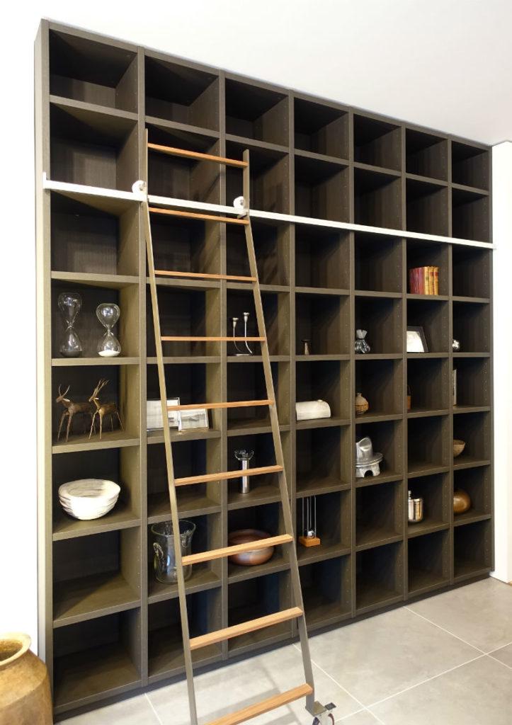 GALLARY収納 書棚 可動式はしご付き