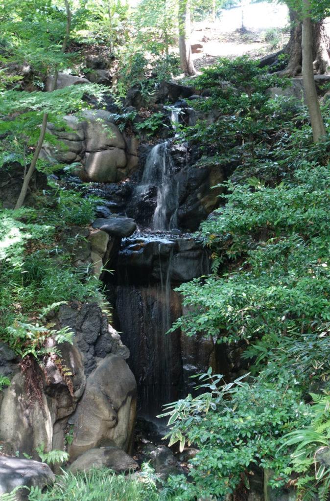 旧古河庭園 大滝近景