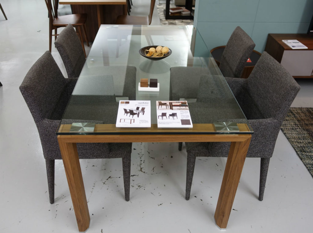 moda en casa 五反田TOC ガラス天板のダイニングテーブル