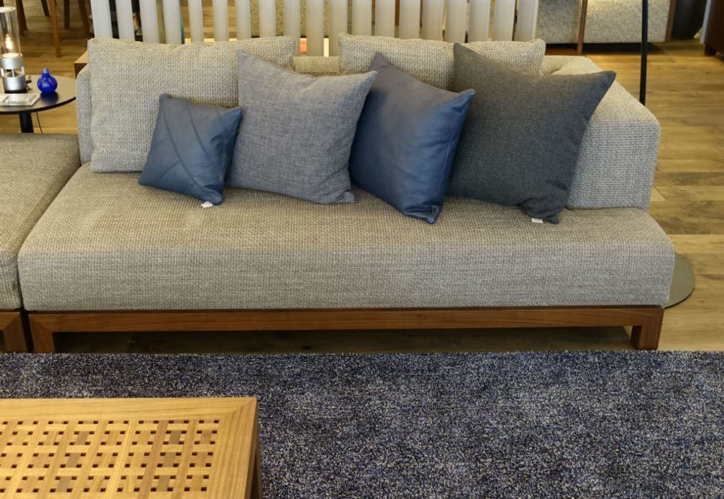 CONDE HOUSE青山 TOSAI LUX Sofa 脚