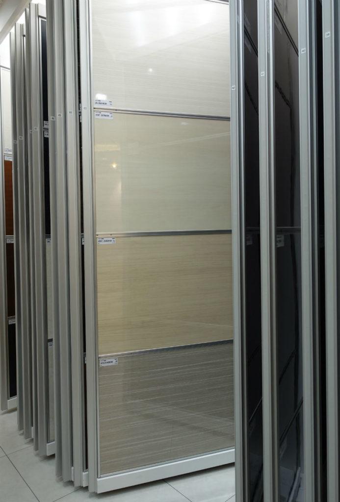 アイカ工業東京ショールーム メラミン化粧版 白木目つやあり