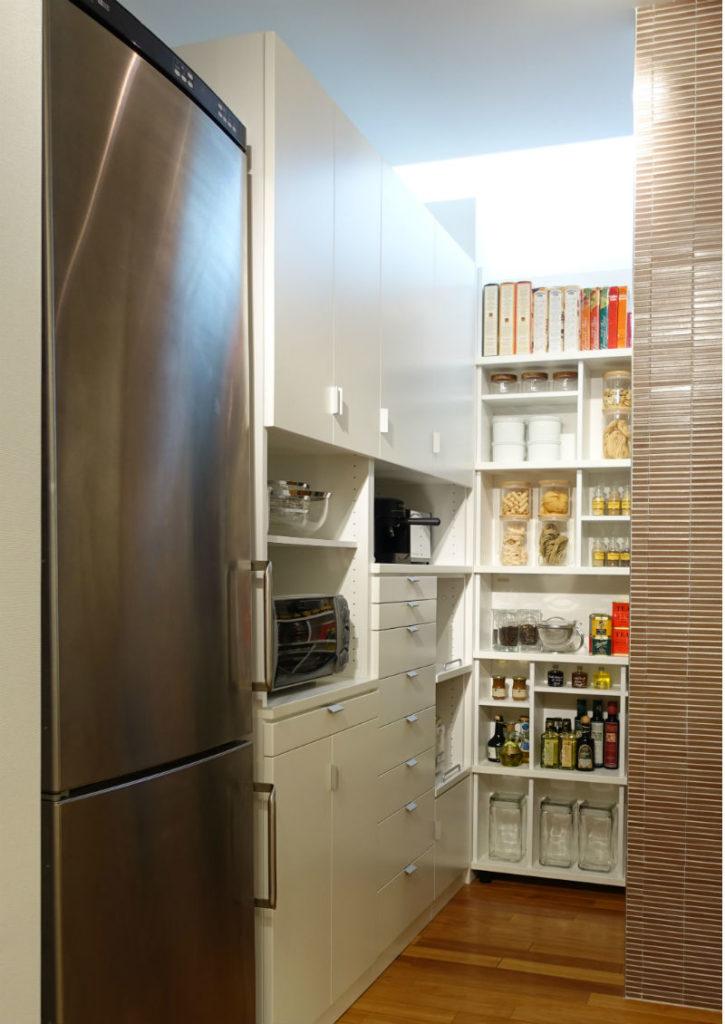 GALLARY収納 キッチン奥のパントリー例