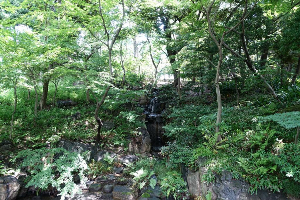旧古河庭園大滝遠景