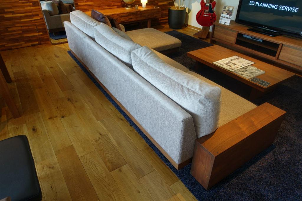 Master Wal 東京 Danish sofa 背面