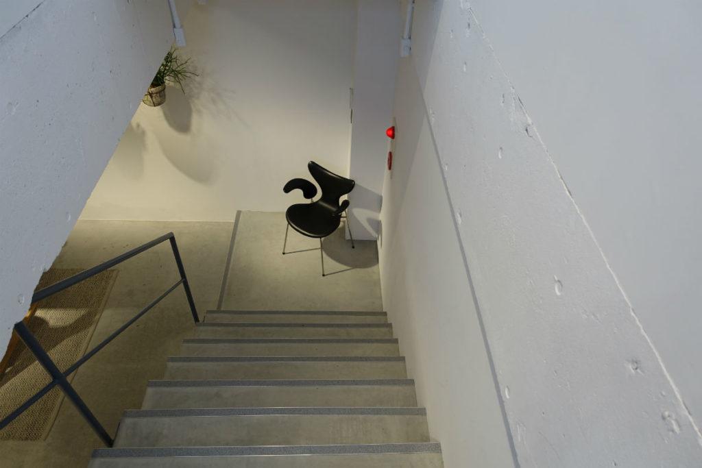 Fritz Hansen 地下への階段