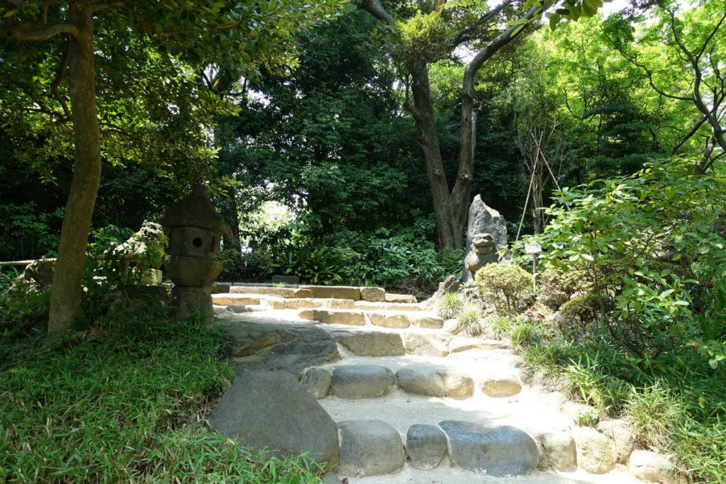 小石川後楽園 西行堂跡へ登る