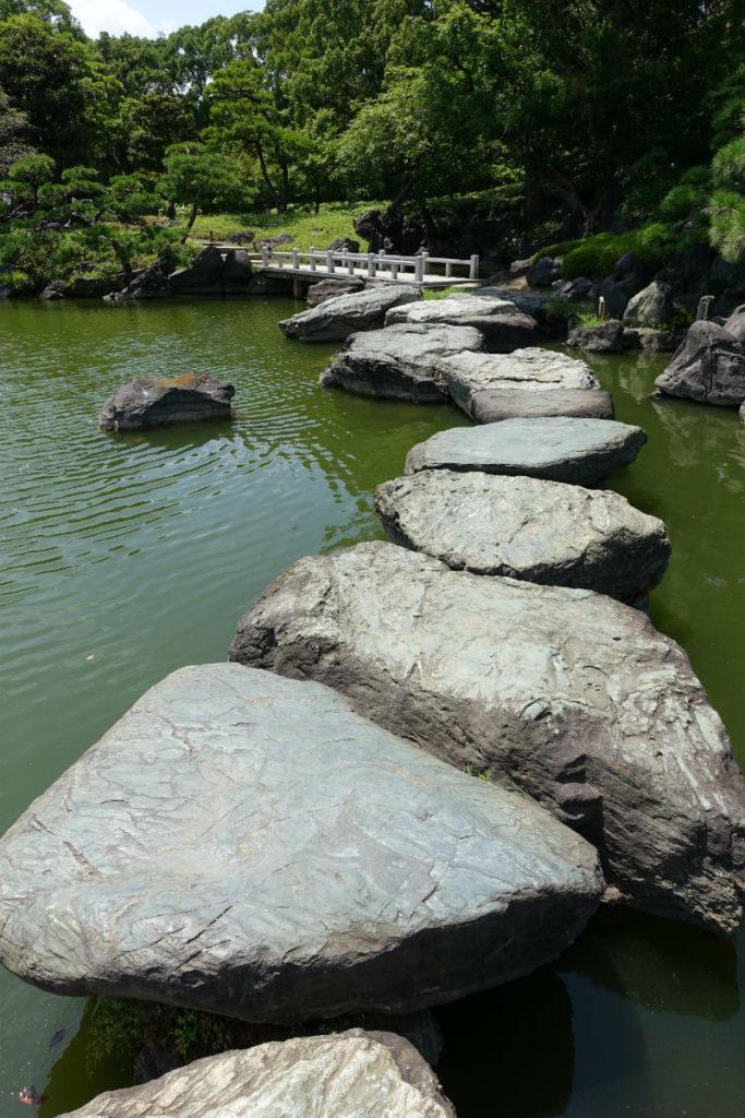清澄庭園 大磯渡を歩く