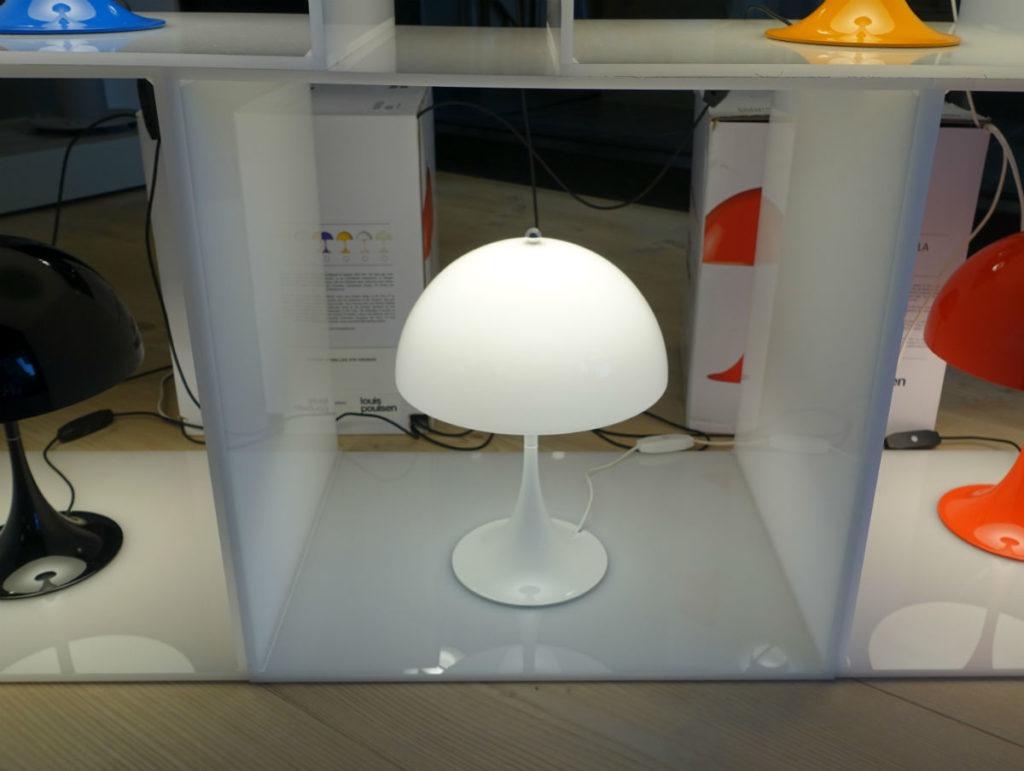 ルイスポールセン パンテラミニテーブル 乳白色の透ける素材