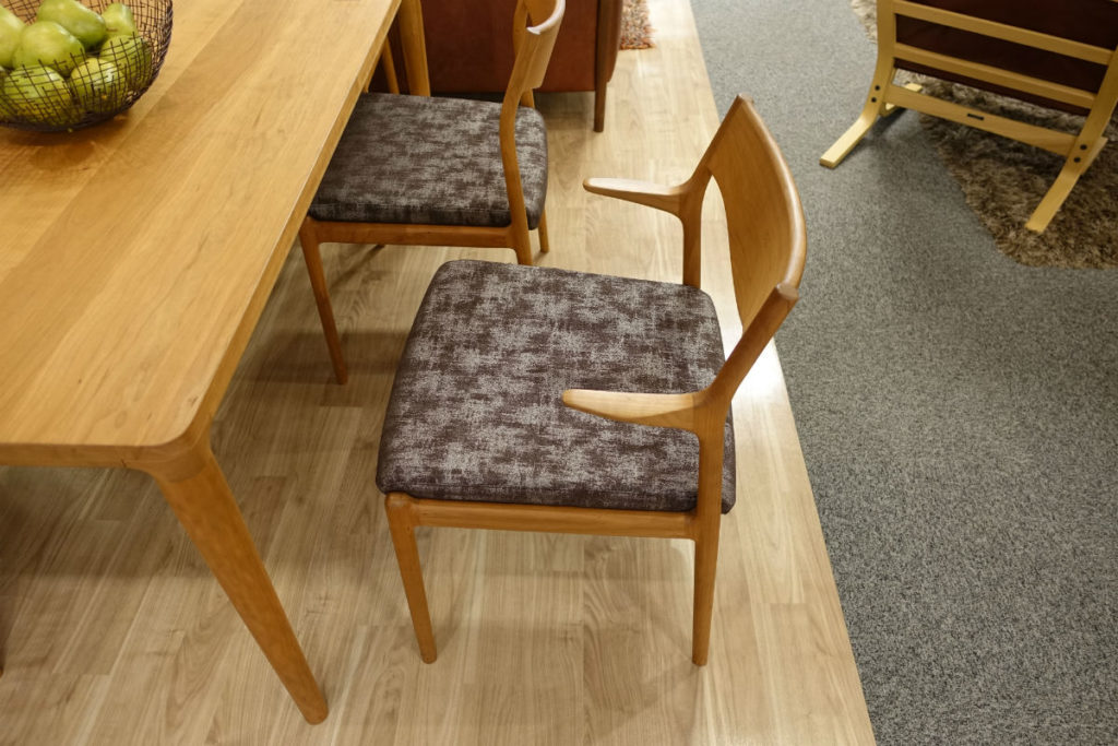 富士ファニチア nico armchair とセミアーム