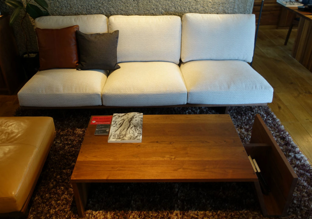 Masterwal 東京 Mono sofa Moreless magazine table