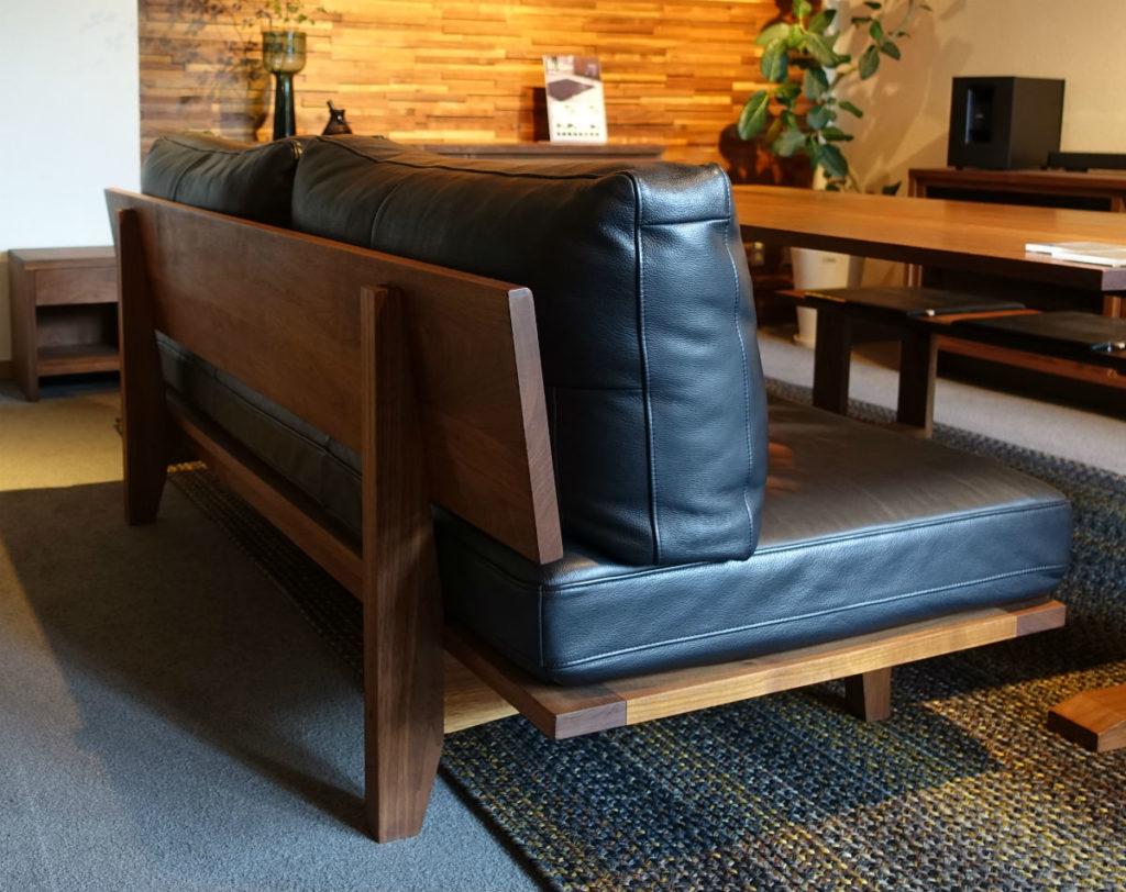 Master Wal 東京 Ritz sofa 背面から