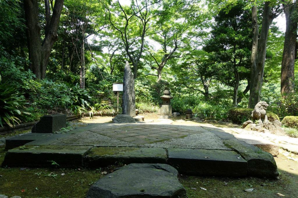 小石川後楽園 高台の西行堂跡