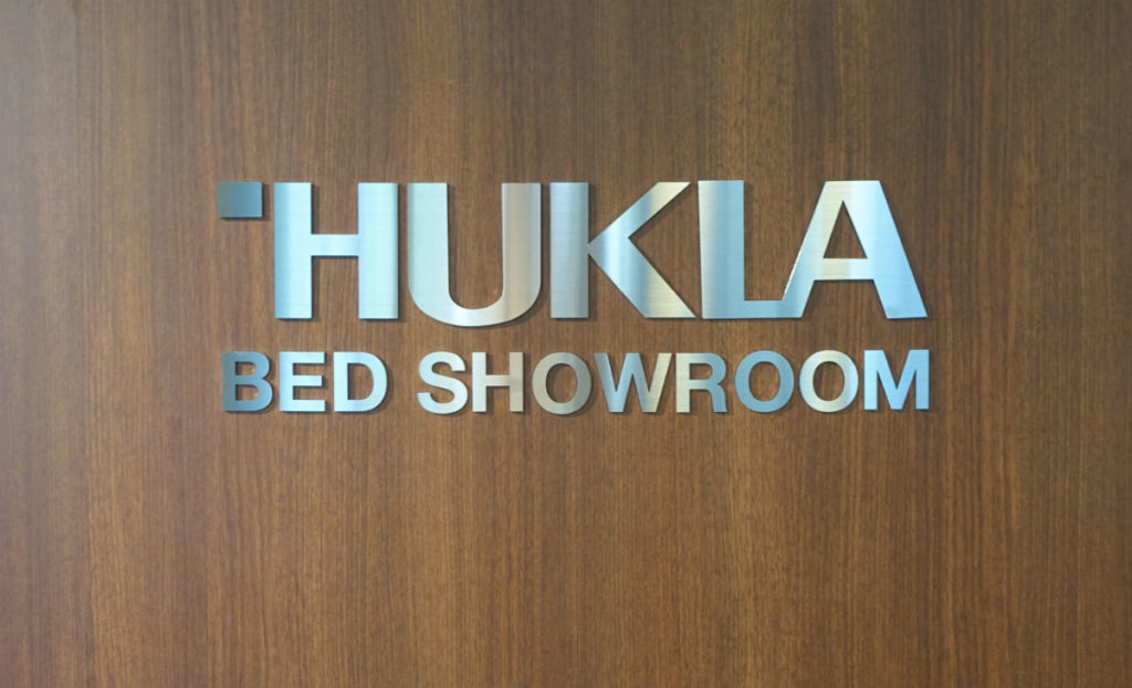 HUKLA大崎 Bed showroom Logo