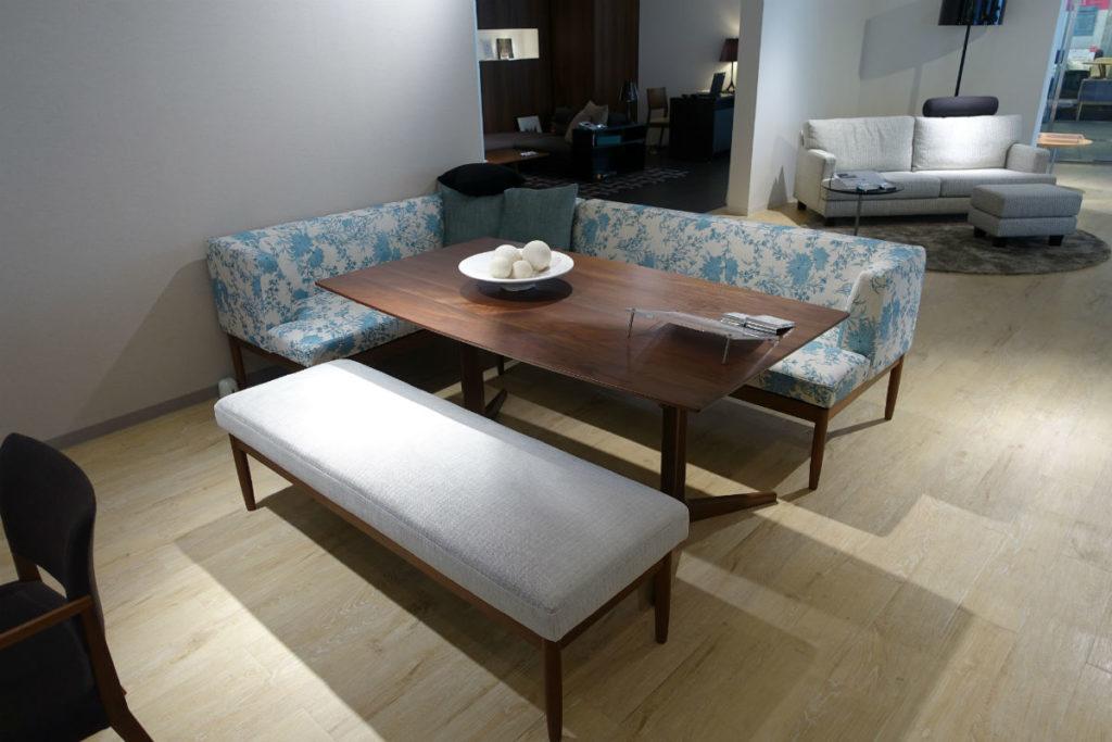 HUKLA大崎 ECELA sofa ダイニングのも使える硬めのソファ