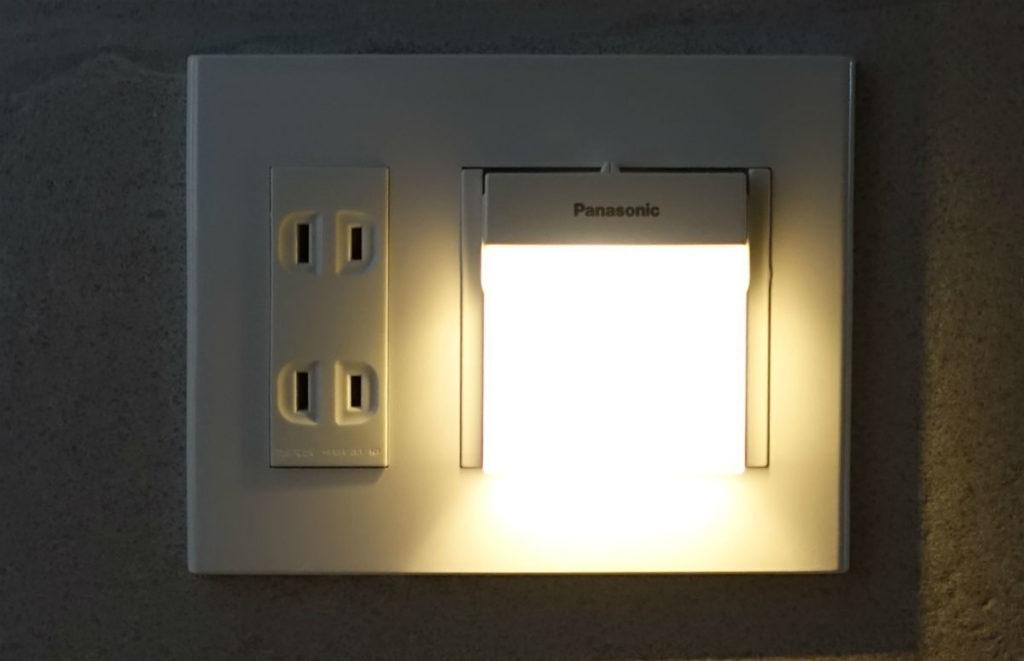 Panasonic ホームハンディー保安灯WTF4088W 電球色LED点灯時