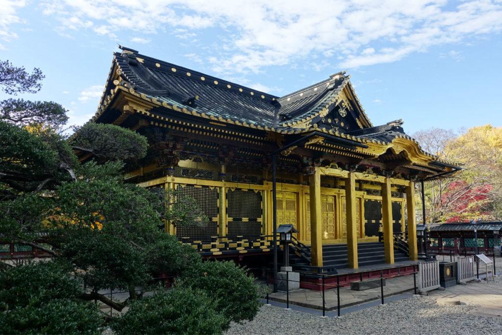 上野東照宮 社殿 左前から