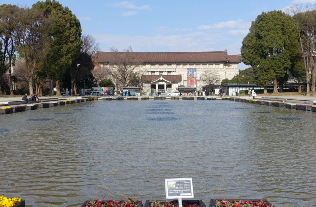 上野恩賜公園 大噴水から国立博物館を眺める