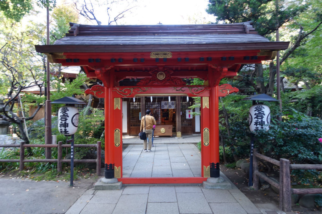 愛宕神社 丹塗りの門