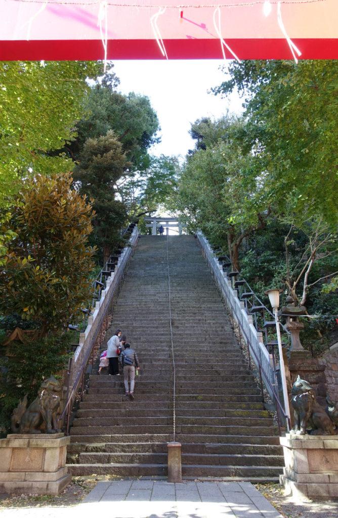 愛宕神社 大鳥居越しの出世の石段