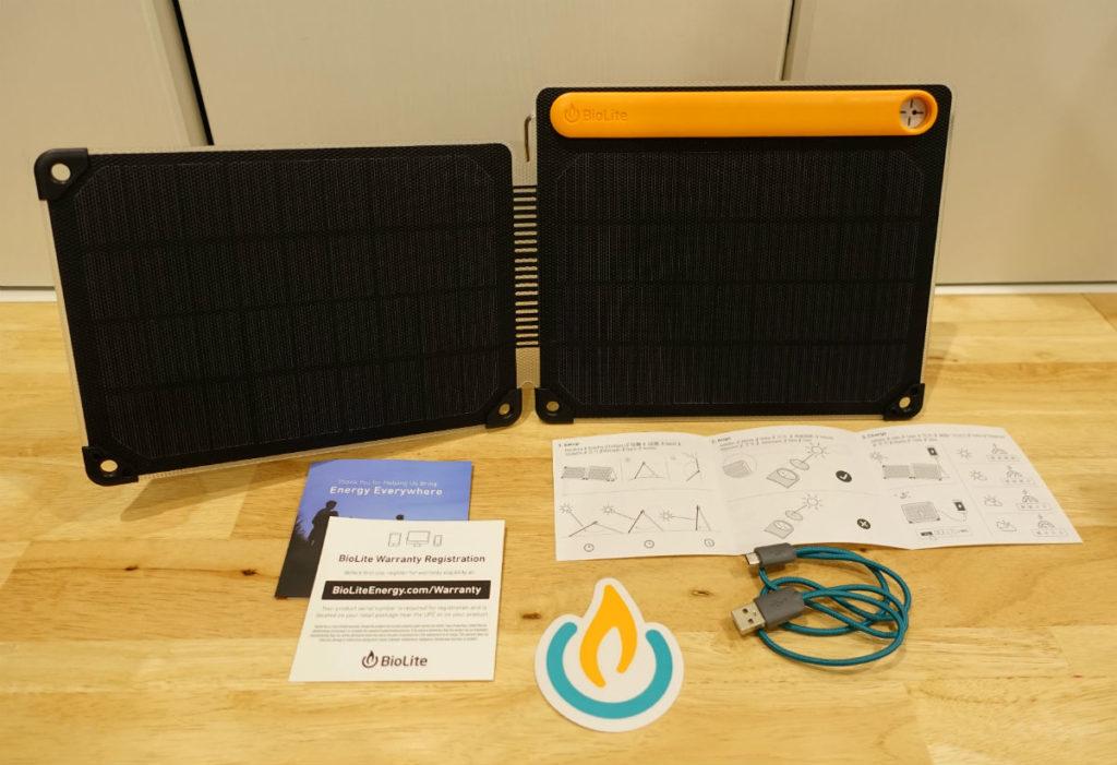 BioLite SolarPanel 10 plus 付属物と本体