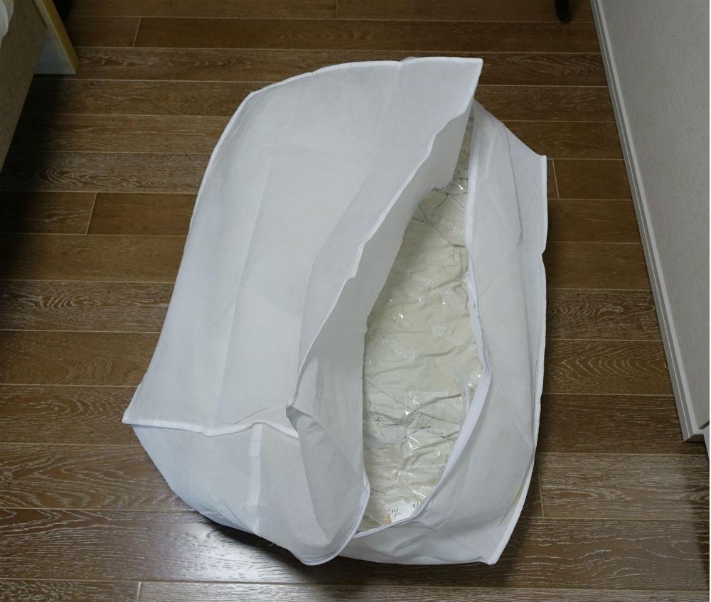 リネットふとん 厚手2枚を圧縮し布団袋へ収納
