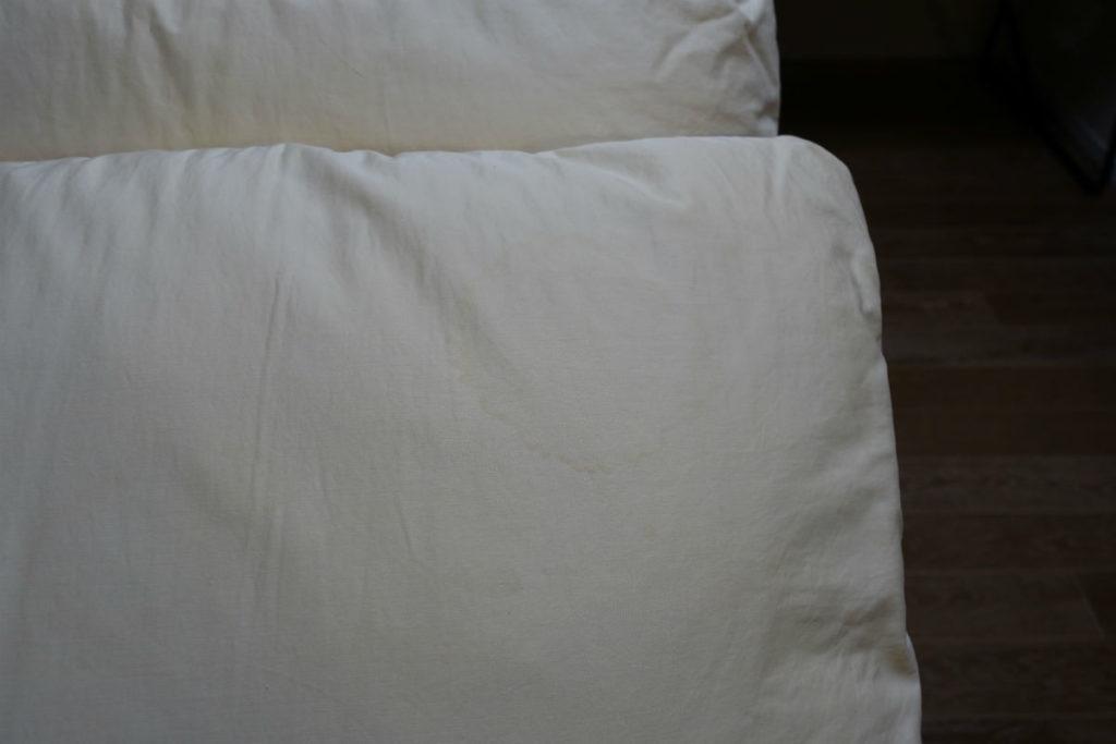 リネットふとん 到着後 枕のシミ残存