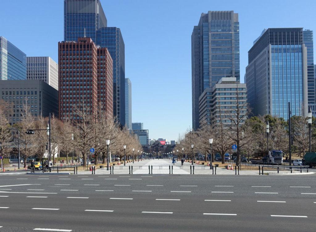 皇居から行幸通 東京駅方面を眺める