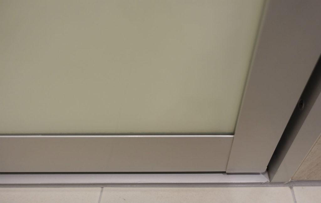 LIXIL SOLEO テンパー開き戸内側下部 パッキン無し