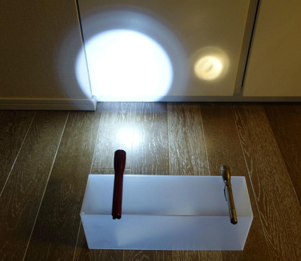 MINI MAGLITE LED AA  LEDと電球 明るさHi