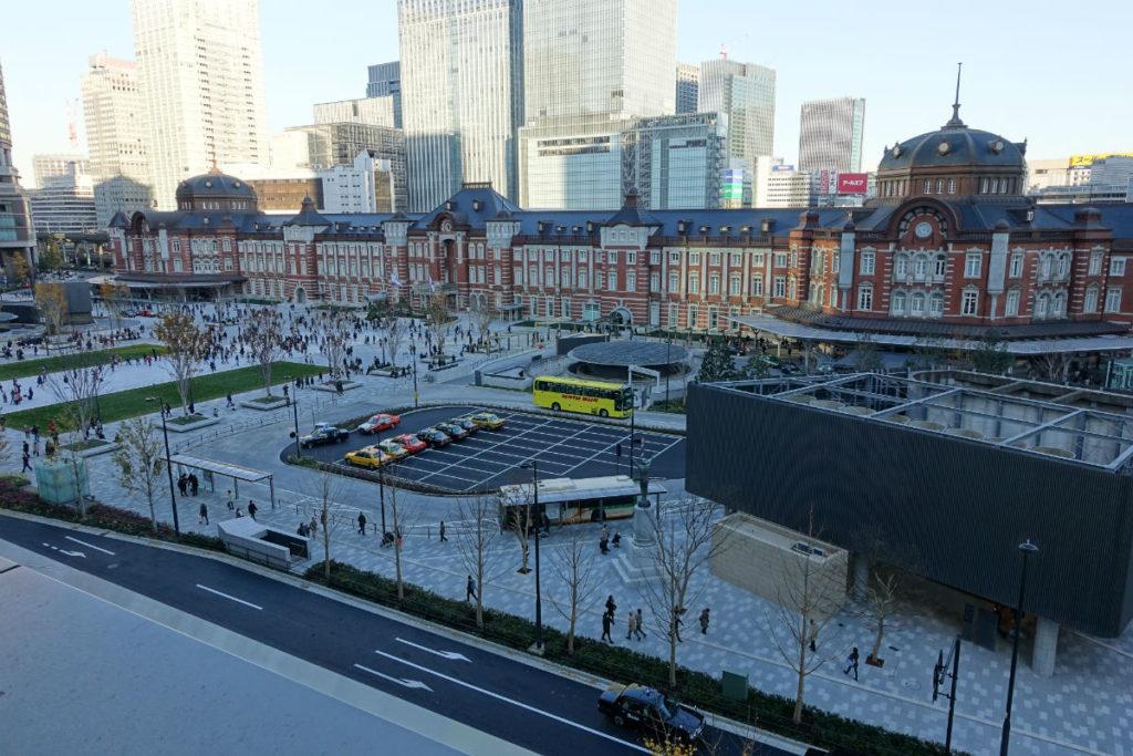 丸ビル5Fテラスから眺める東京駅