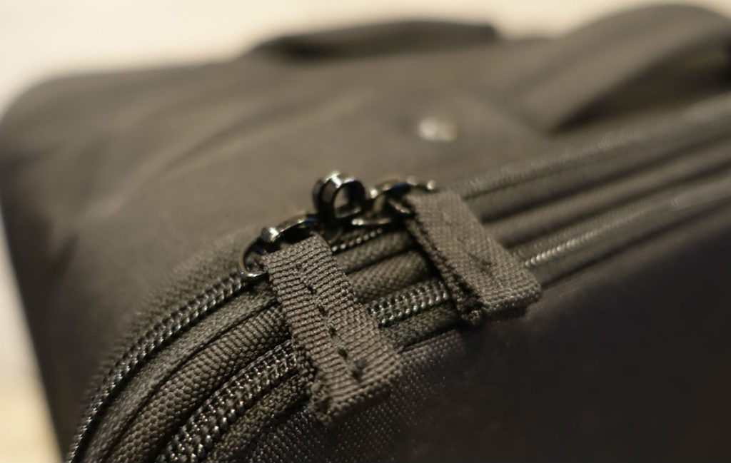 MUJI 半分の厚みで収納できるキャリー メインのジッパー 南京錠ロック