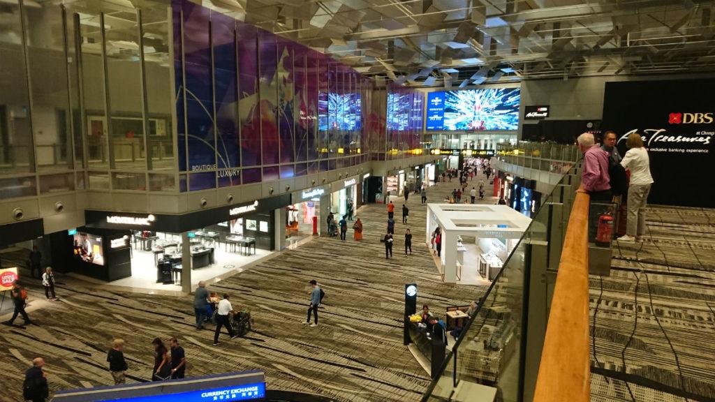 シンガポールチャンギ空港 ターミナル3 Transit mall 3Fから下を眺める