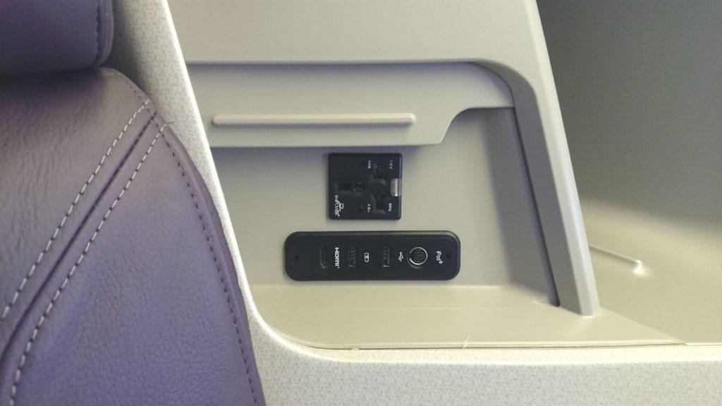 羽田 SQ631 ビジネスクラス USB HDMI 電源